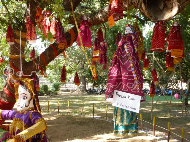 women-empowerment-puppet-installation-at-jaipur-art-summit