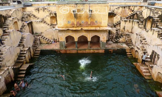 community-living-boys-jumping-in-ancient-stepwell-baori-panna-meena-kund-jaipurthrumylens