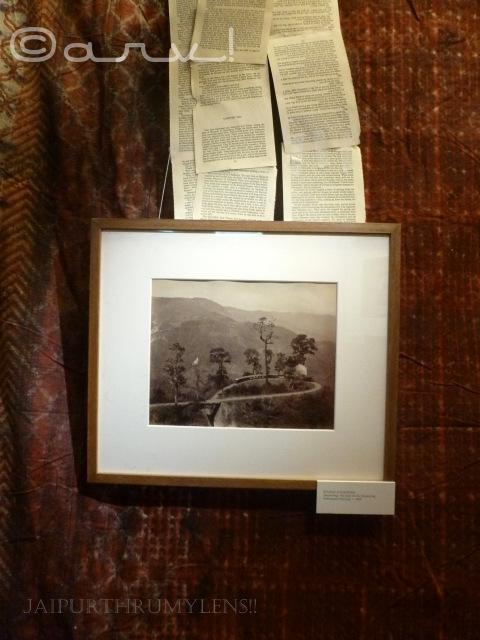 darjeeling-vintage-picture-by-samuel-bourne-train-on-loop