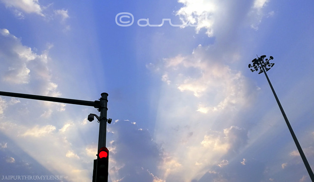high-mast-pole-traffic-lights-jaipur-clouds-sunrays-skywatch-friday