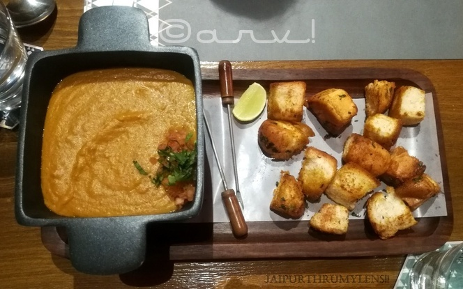 paav-bhaaji-fondue-fusion-food-at-meraaki-kitchen-jaipur