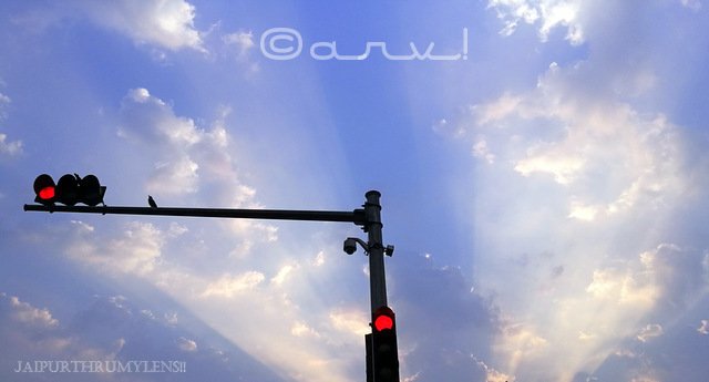 skywatch-friday-sunrays-clouds-in-jaipur-traffic-light-lampost-jaipurthrumylens