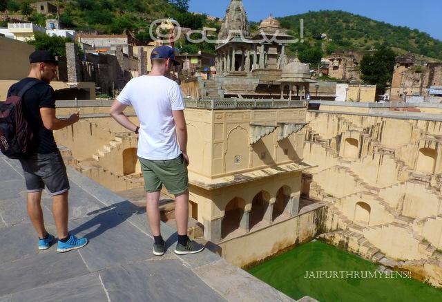 tourists-panna-meena-kund-amer-jaipur