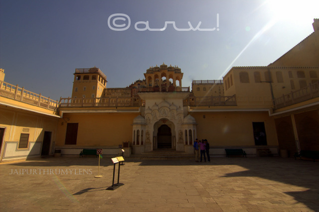 inside-hawa-mahal-complex-jaipur-wide-angle-view-jaipurthrumylens