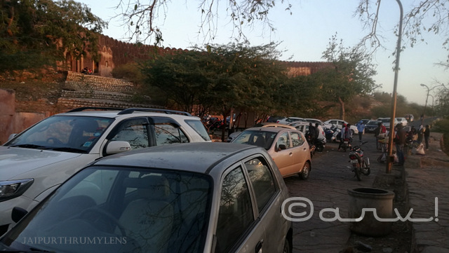 traffic-and-rush-sunrise-point-at-nahargarh-fort