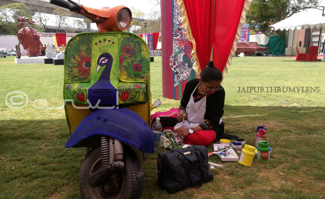 veenu mittal artist painting scooter at cartist jaipur