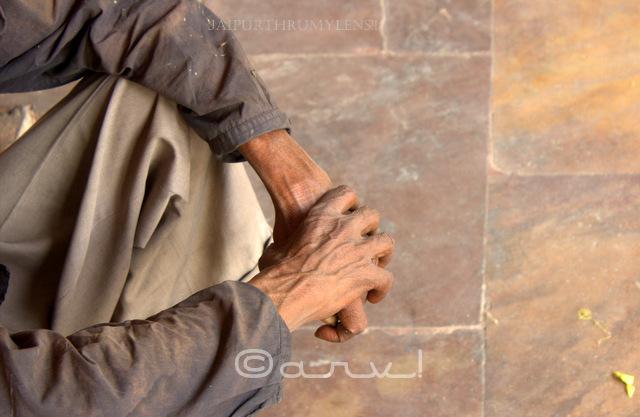 street-begger-jaipur-bazaar-market-hands-theme-photo-walk-jaipurthrumylens