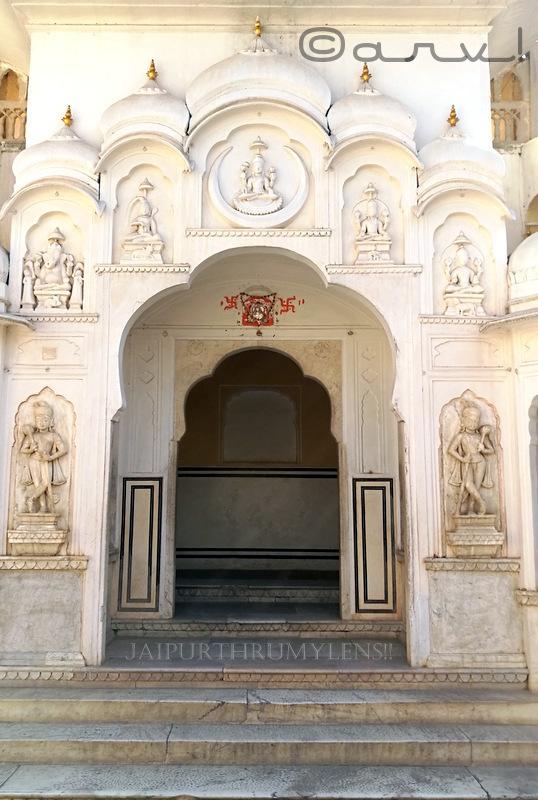 chandrapoli-dwar-gate-hawa-mahal-jaipur-kalki-vishnu-ganesha