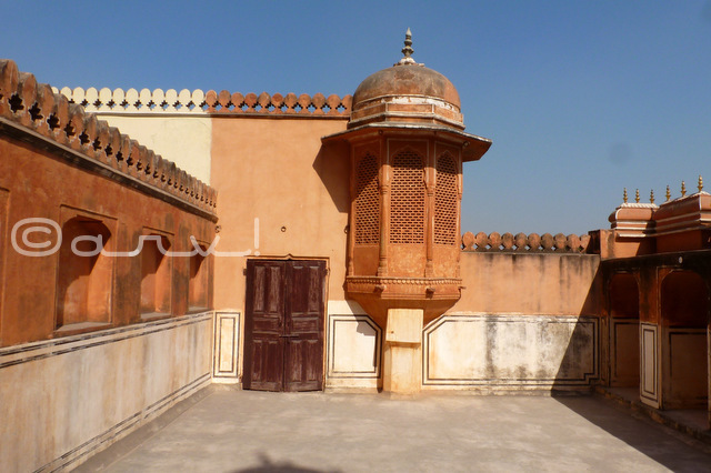 entry-gate-of-royal-ladies-in-hawa-mahal-purdah-system-jaipur-city-palace-janani-dyodhi