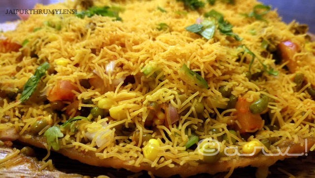 pakwaan-style-jumbo-sprout-bhelpuri-healthy-food-vegetarian-the-feast-cafe-jaipur-bakery