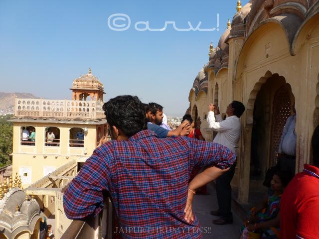 tourists-in-hawa-mahal-jaipur-tourist-atractions-sighseeing-jaipurthrumylens