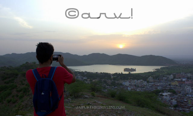 offbeat-sunrise-point-in-jaipur-jal-mahal-mansagar-view-quechua-arpenaz-10-backpack-jaipurthrumylens