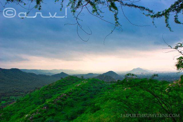 aravali-hills-hiking-trekking-in-jaipur-monsoon-jaipurthrumylens-skywatch-friday