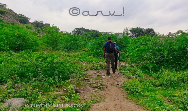 trekking-in-jaipur-aravali-hills-monsoon-trek-quechua-trekking-pole-500