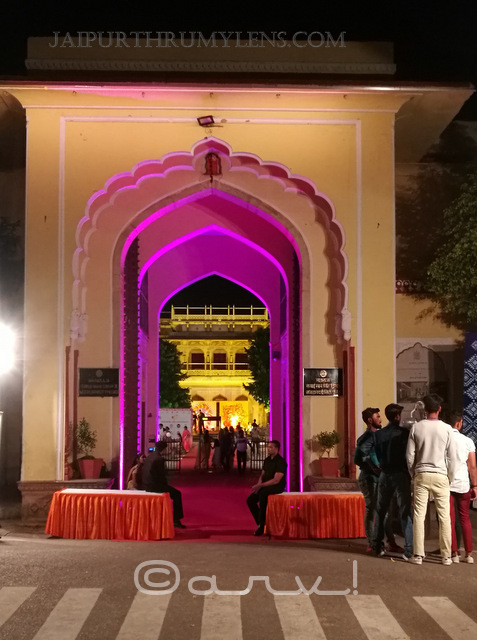 city-palace-jaipur-entrace-jaipur-by-nite