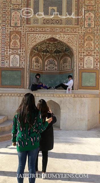 ganesh-pol-picture-amer-fort-foreign-tourists-jaipurthrumylens