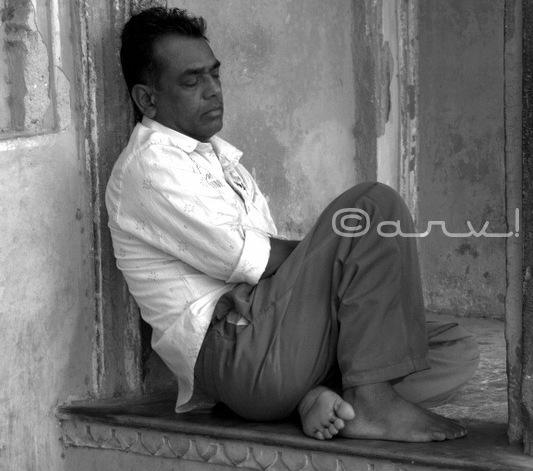 street-photo-walk-in-jaipur-monochrome-portrait-photography