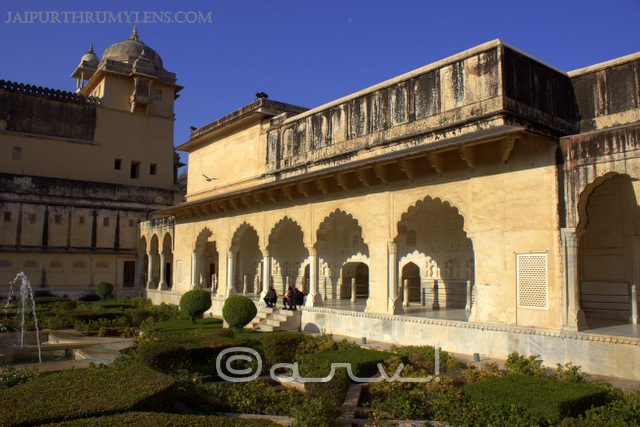 sukh-mahal-hall-of-pleasure-amer-fort-picture-mughal-garden-jaipur
