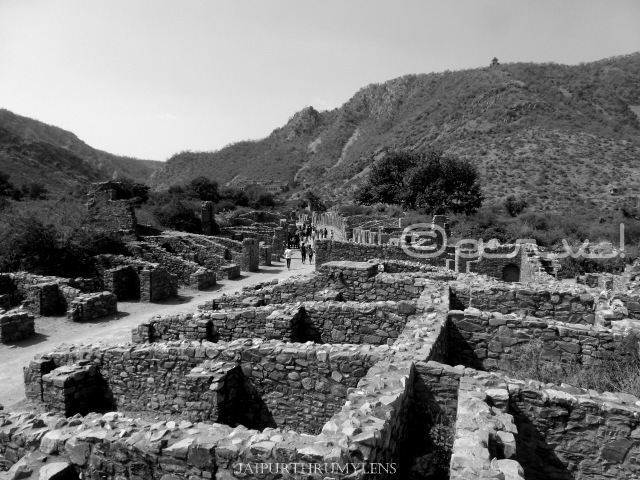 bazaar-bhangarh-fort-incidents