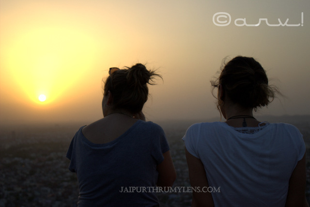 best-sunset-point-jaipur-nahargarh-fort-tourists
