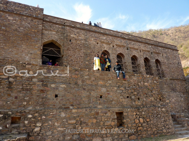 bhangarh-fort-haunted-tourist-attraction-india
