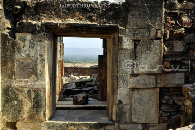 inside-haunted-bhangarh-ka-kila-fort-india-picture