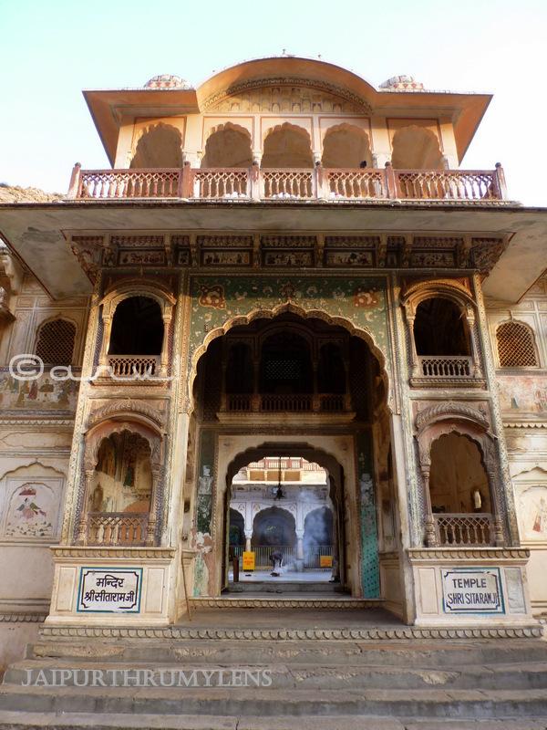 galta-ji-sitaram-mandir-jaipur-monkey-temple-lord-rama