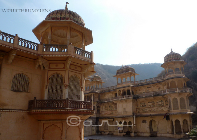galta-ji-temple-jaipur-architecture-chhatri-lattice-india