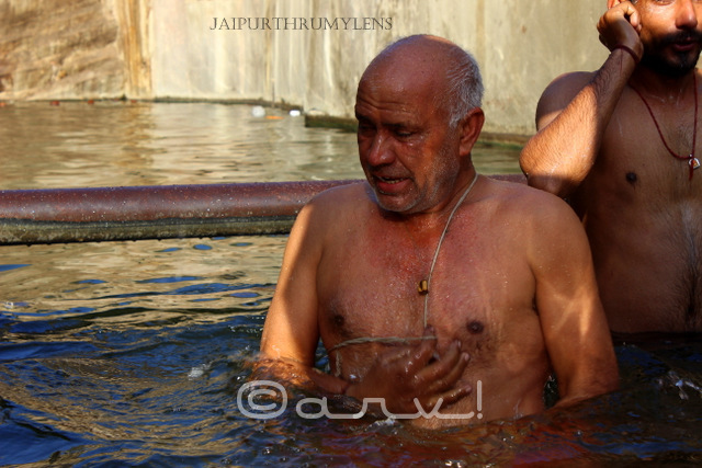 galta-temple-bath-hindu-devotee-man-photo