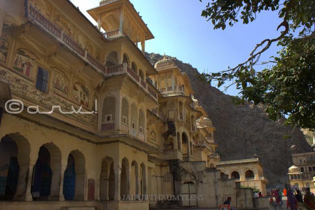 galta-temples-jaipur-architecture-shri-gyan-gopalji-mandir