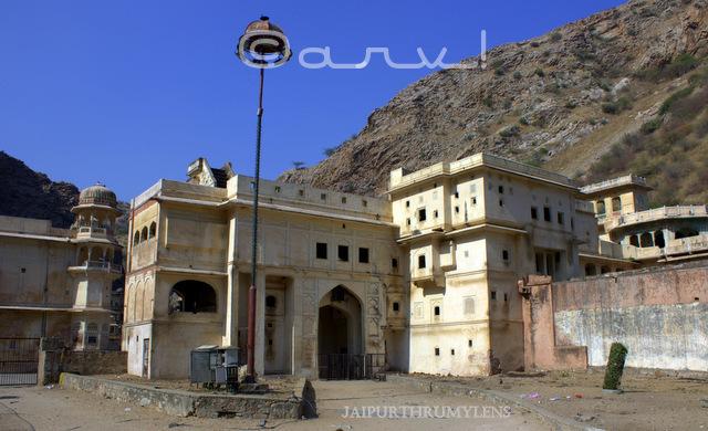 galtaji-jaipur-temple-hindu-pilgrim-ramanandi-vaishnav