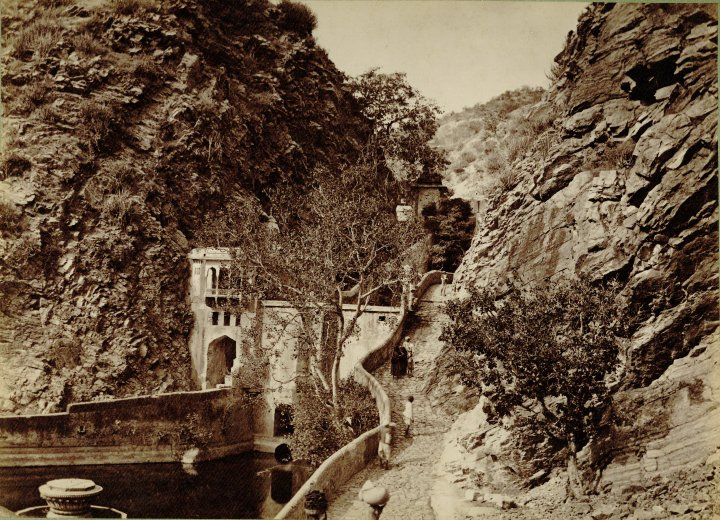 Galtaji-kund-bath-old-photo-lala-deen-dayal-1886