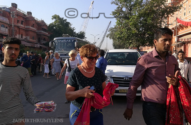 hawa-mahal-jaipur-tourists-places-hawkers-tourism-scams
