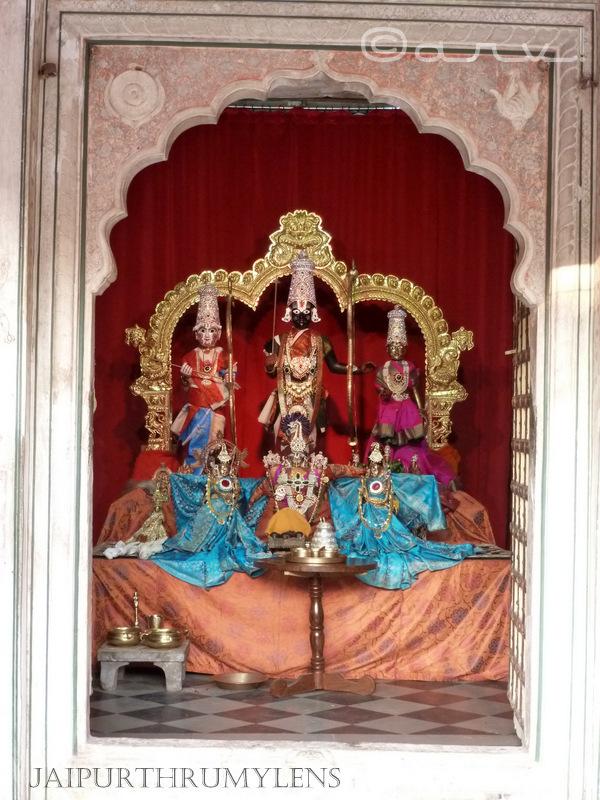 lord-ram-sita-lakshman-galtaji-sitaram-temple-jaipur