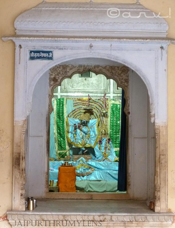 nritya-gopal-ji-galta-temple-sitaram