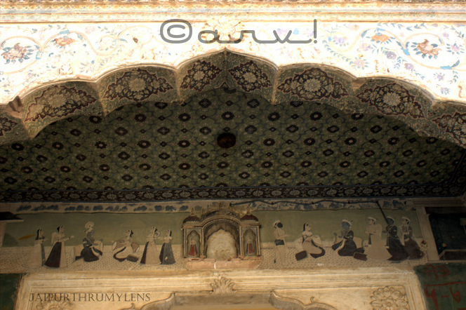 wall-painting-fresco-galtaji-temple-jaipur-timing
