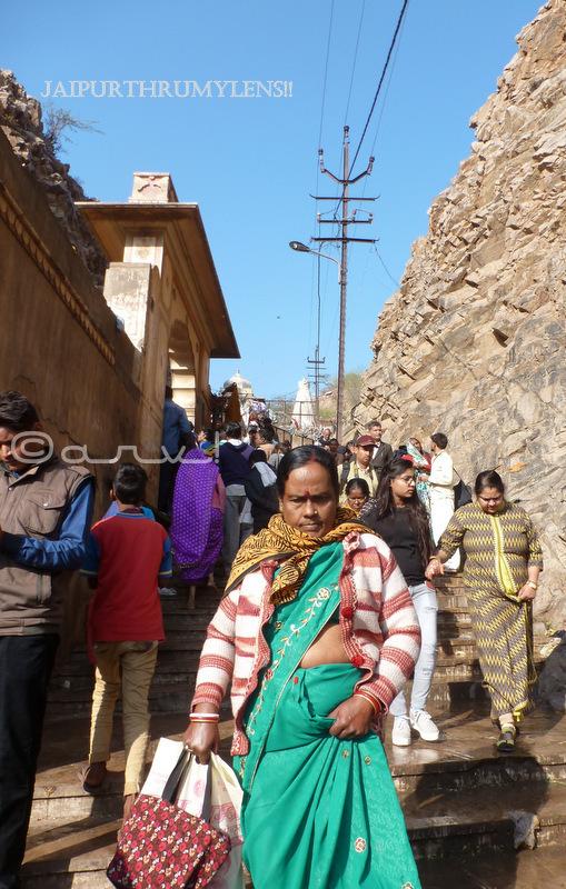 women-galta-kund-jaipur-kartik-poornima