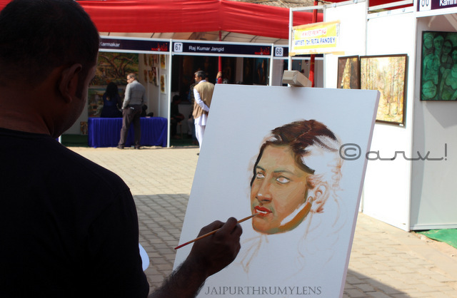 artist painting portrait at kala mahotsav jaipur shilpgram