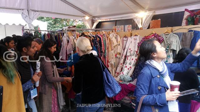 women-shopping-bazaar-jaipur-literature-festival-hotel-diggi-palace