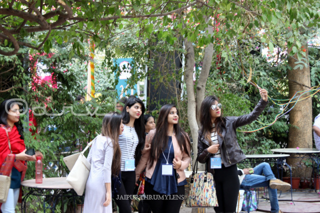 women-taking-selfie-fashion-jaipur-literature-festival