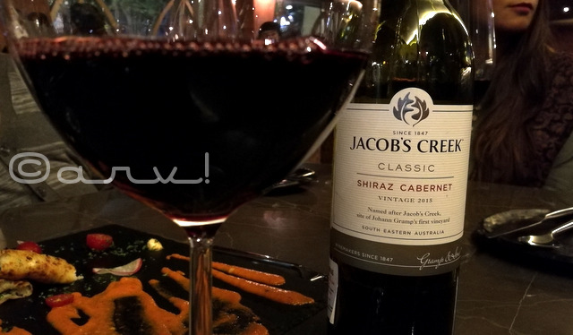 jacobs-creek-red-shiraz-wine-farzi-cafe-jaipur-photo-drinks