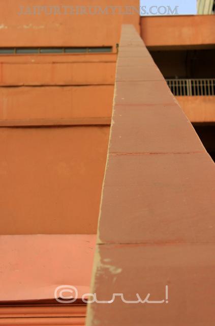 dholpur-sand-stone-jaipur-metro-station-street-photography
