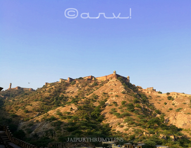 jaigarh-fort-seen-from-amer-fort-cafe-coffee-day