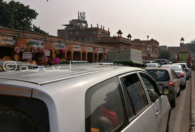 johari-bazar-jaipur-sanganeri-gate-traffic-jam-picture