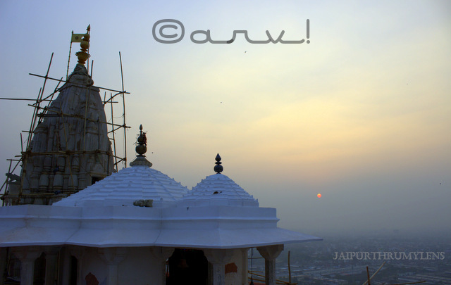 sunset-in-jaipur-at-sun-temple-galtaji