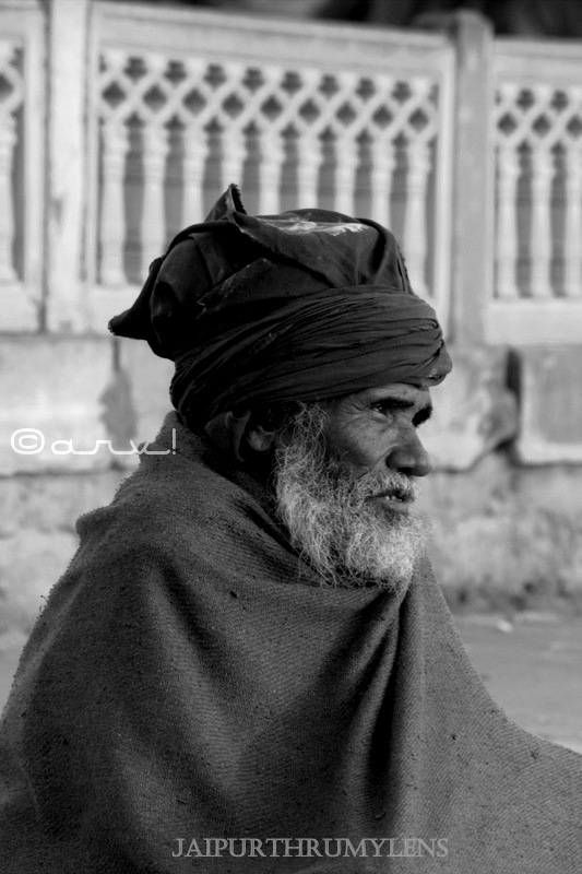 picture-beggar-on-jaipur-street-india