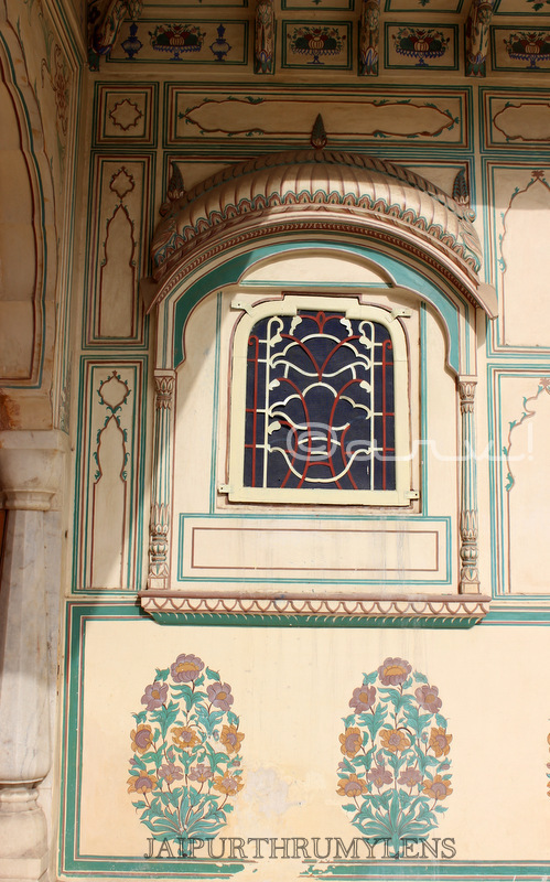 ancient-rajasthani-organic-wall-paintings-jaipur-sisodia-rani-bagh