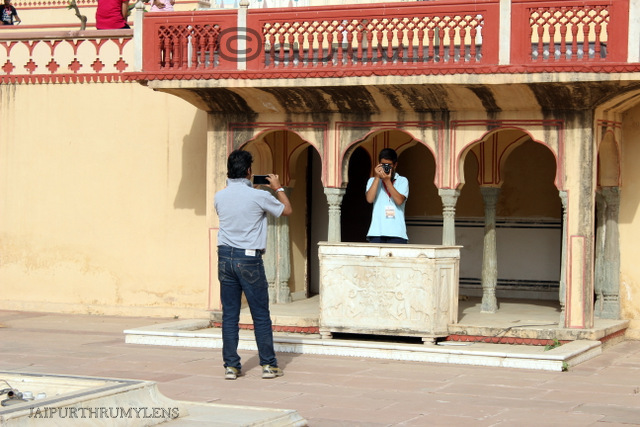 man-clicking-photo-jaipur-heritage-photo-walk