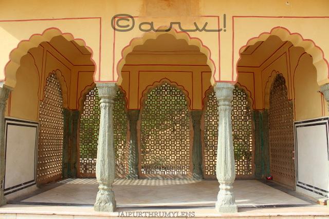 rajasthani-architecture-arch-coloumn-araish-work-jaipur