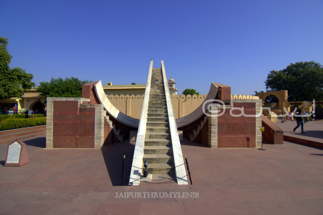 jantar-mantar-jaipur-instruments-photo